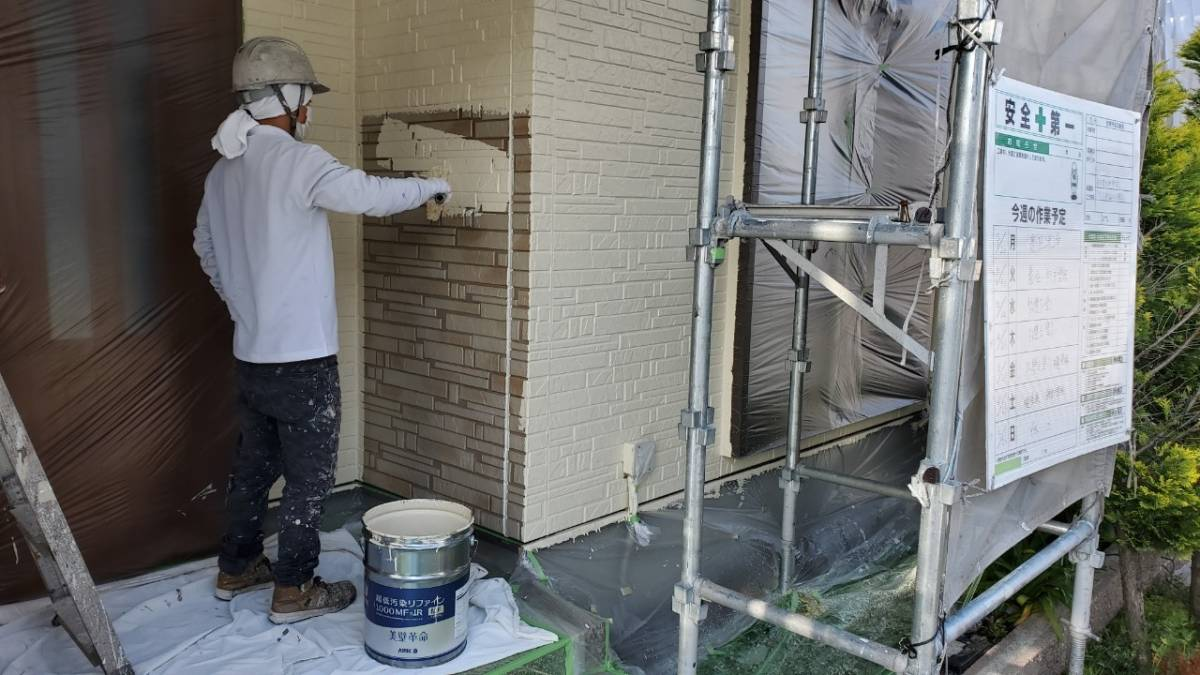 K様邸 外壁上塗り 施工写真