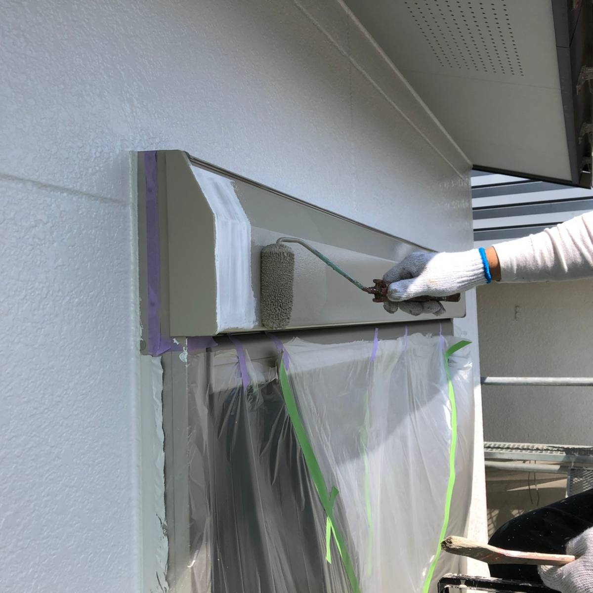 シャッターBOX上塗り塗装施工写真