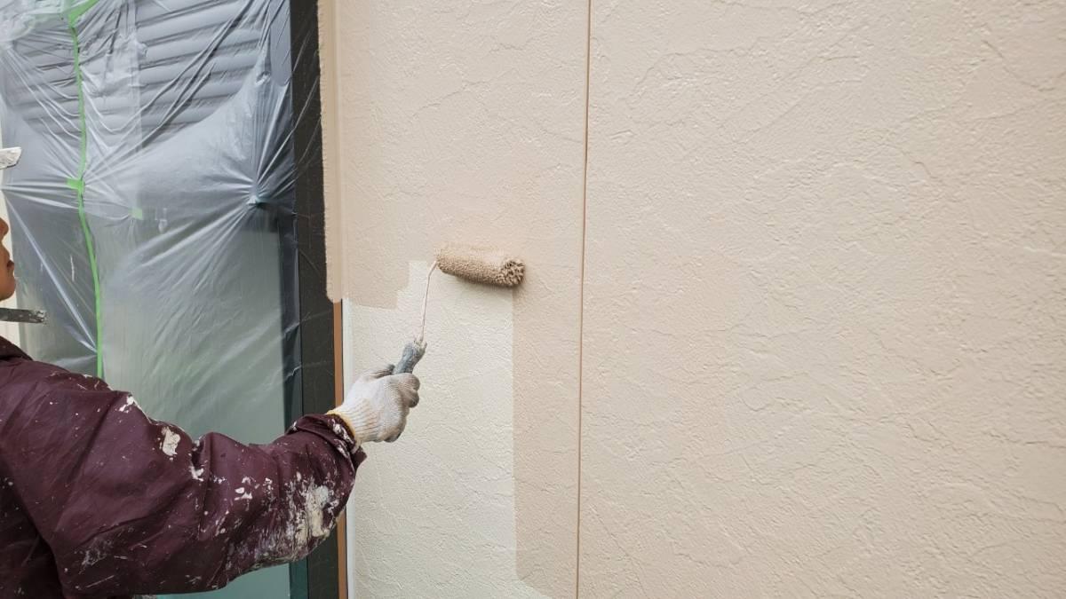 2階外壁上塗り塗装施工写真
