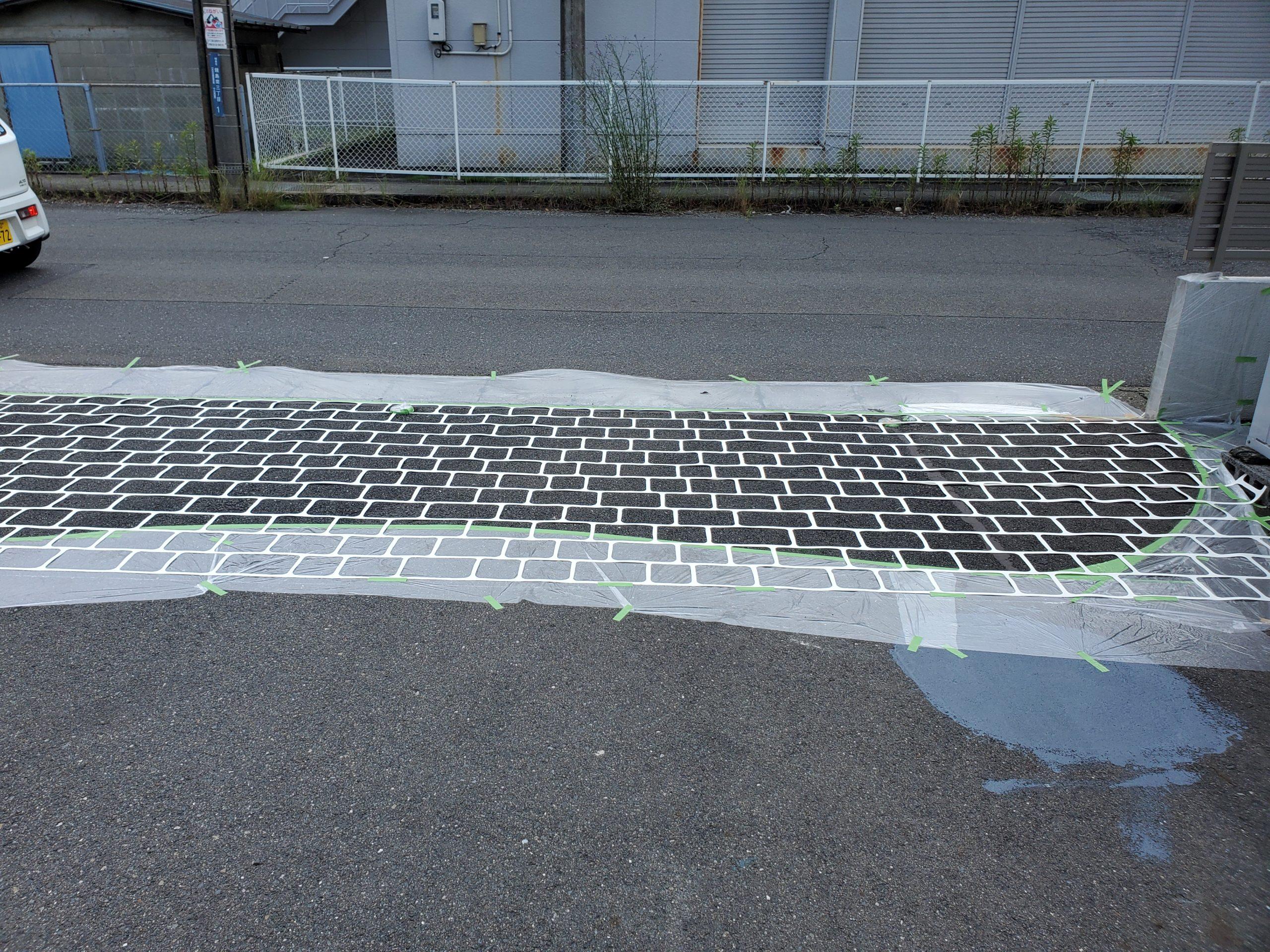 会社の駐車場 ステンシル貼り完了写真