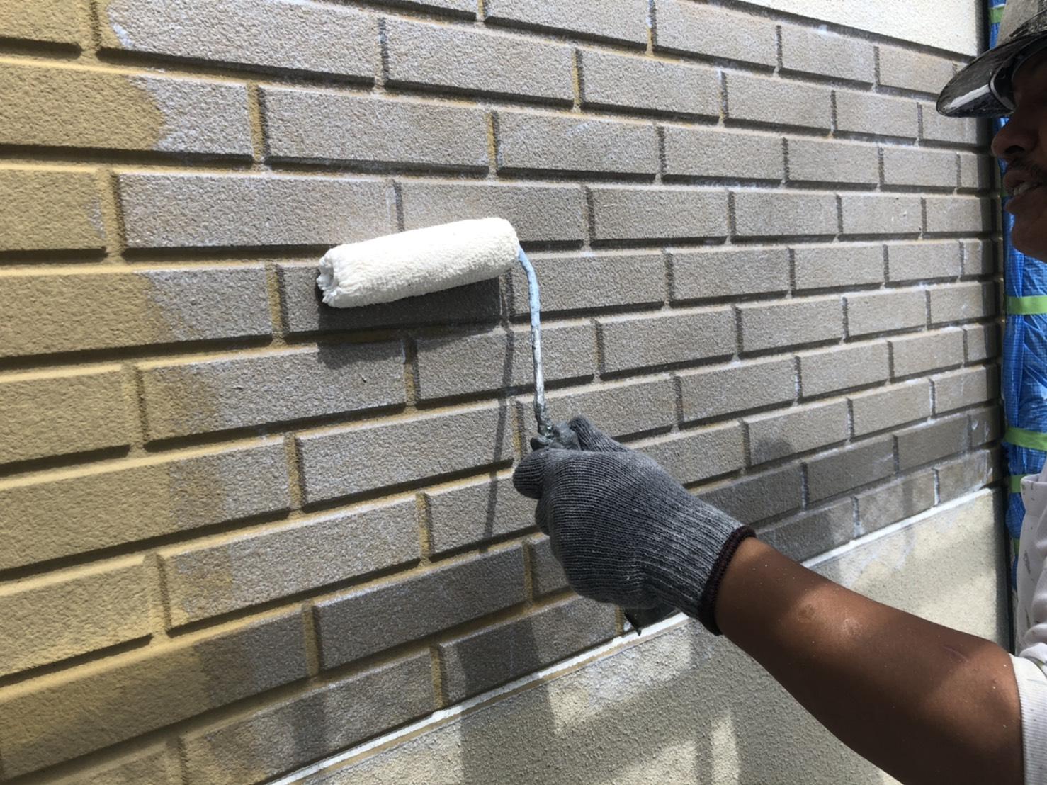 外壁下塗り施工写真