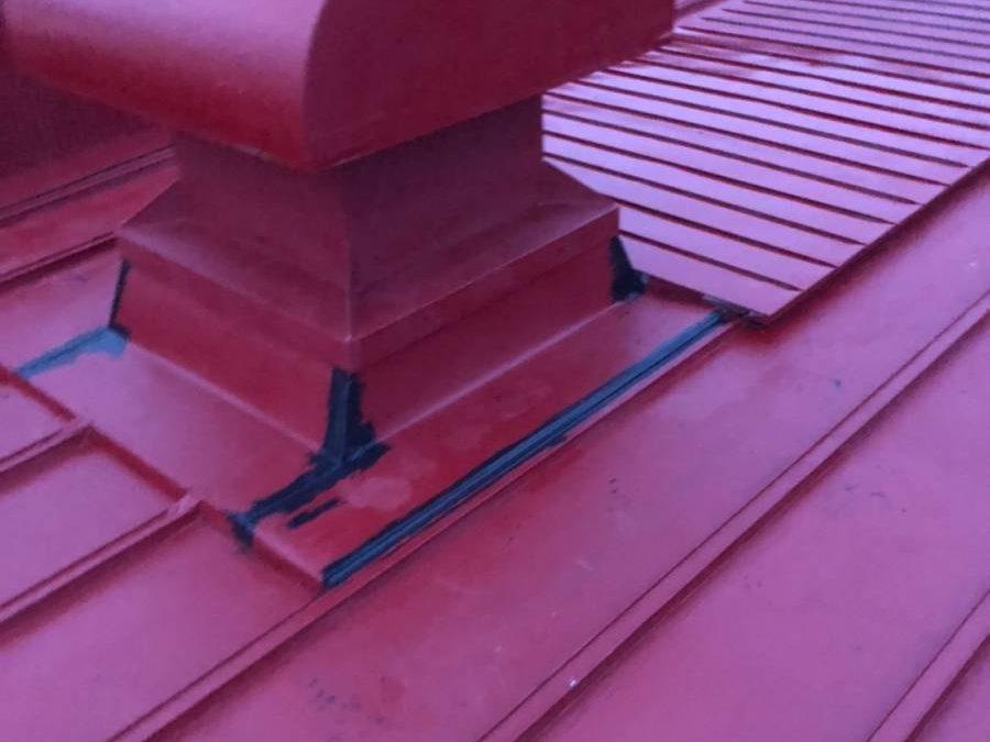 屋根板金 穴埋めコーキング