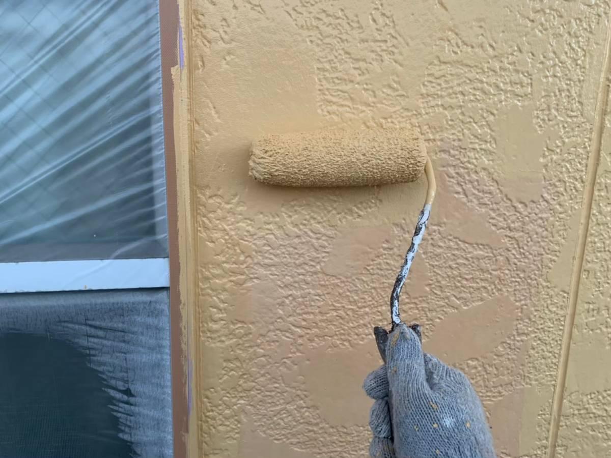 外壁 上塗り1回目施工写真