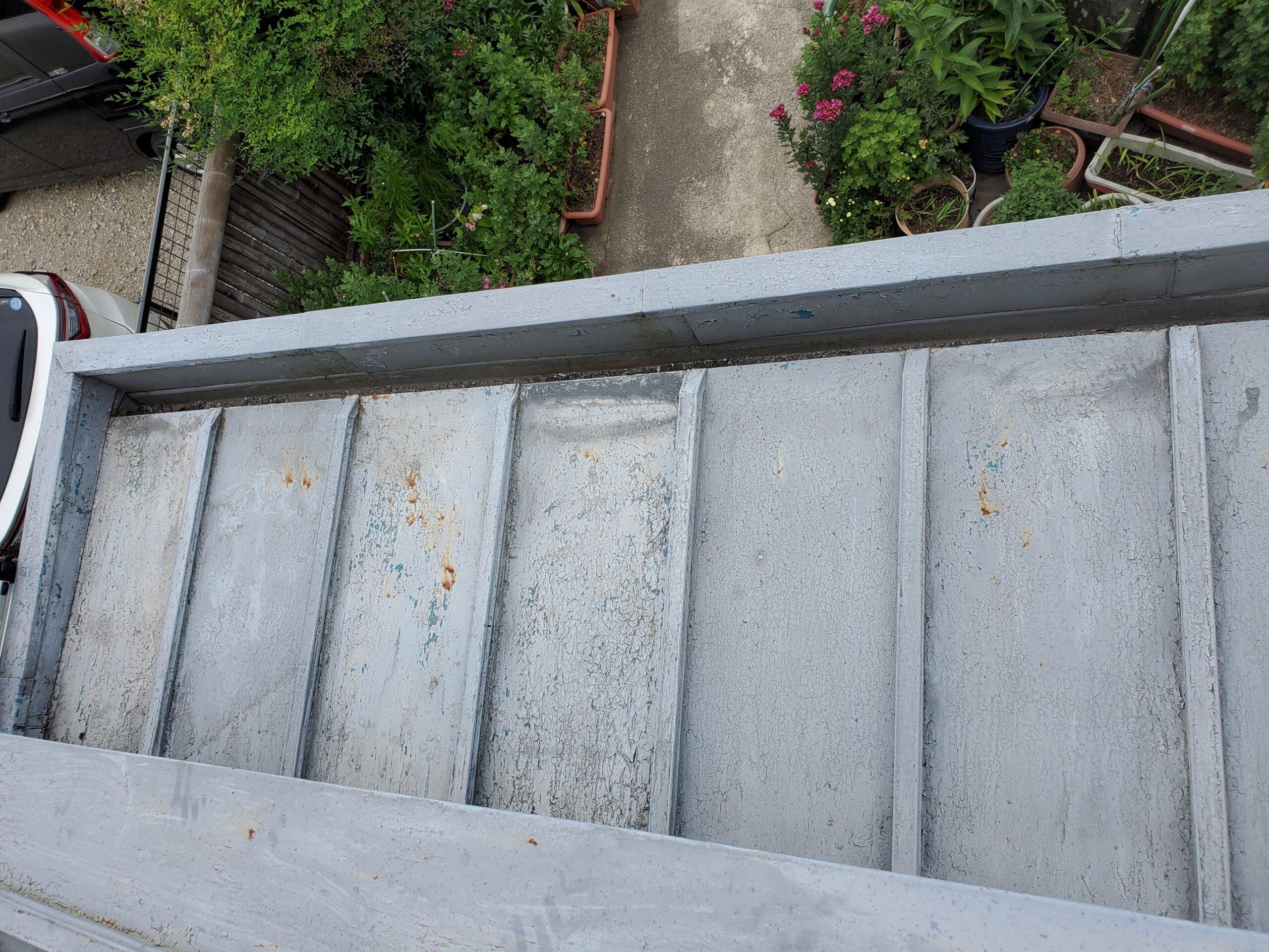 玄関屋根 施工前写真