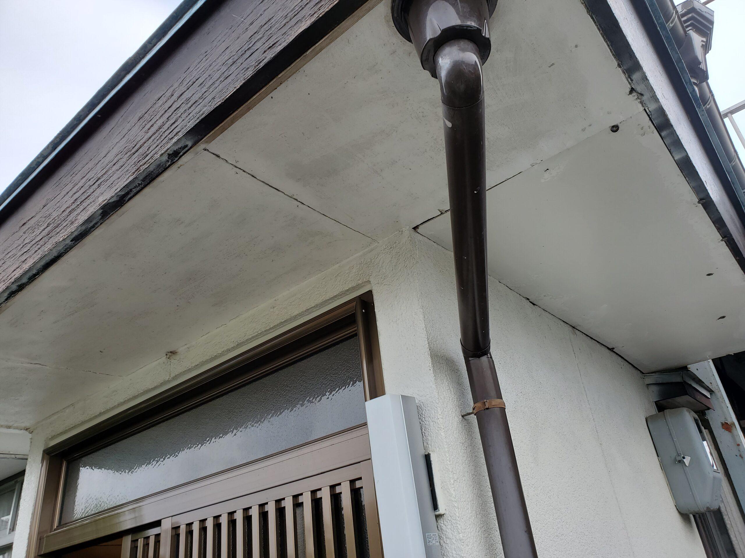 玄関上 軒天 施工前写真